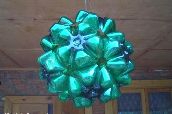 Новогодние игрушки на уличную ёлку своими руками из пластиковых бутылок 41