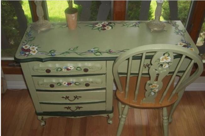 Как задекорировать старый стол своими руками 3