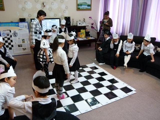 Як зшити дитячий костюм шахового слона на ранок?