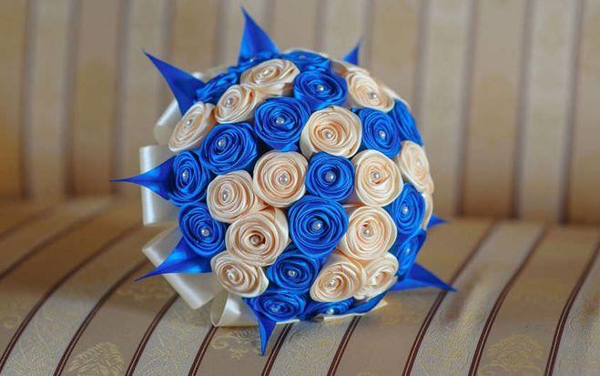 Букет из цветов из атласных лент
